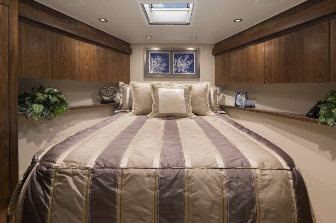01Viking 80 V Berth