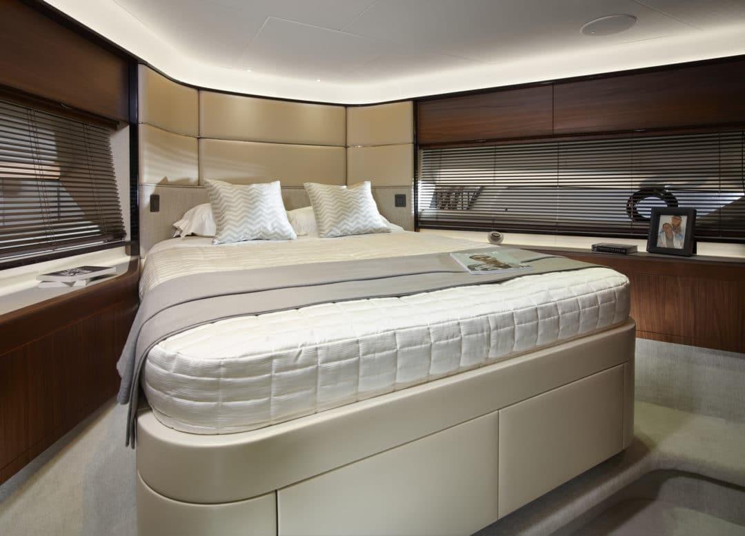 04_princess_75_motor_yacht_forward_cabin