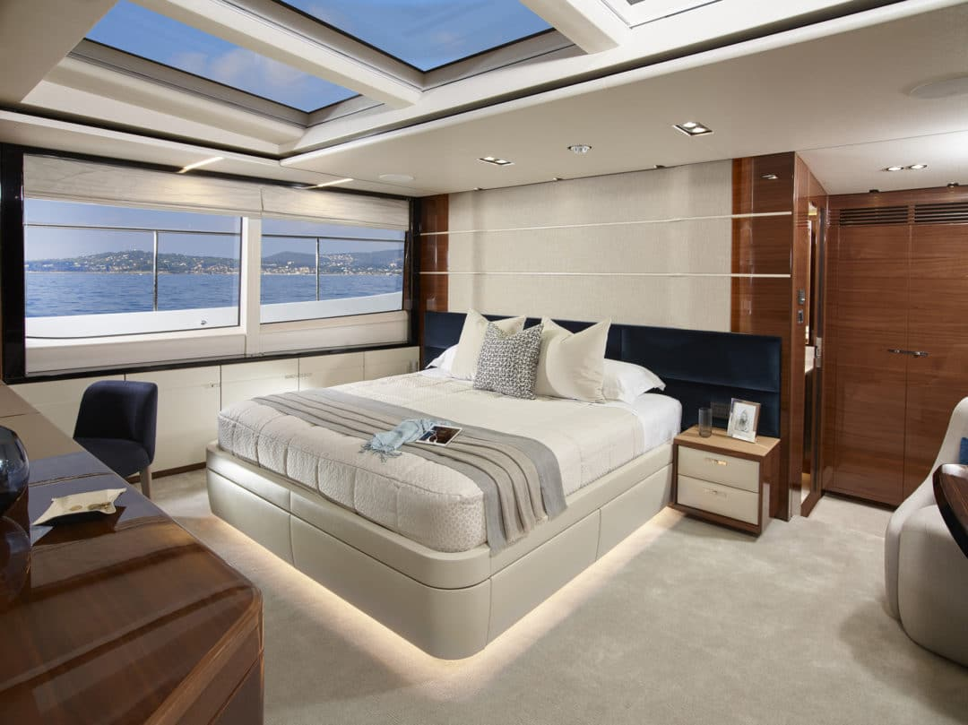 30m_master_stateroom_layed