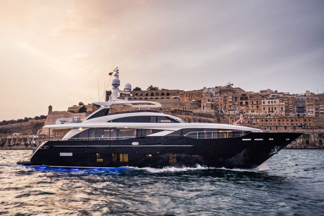 30m-exterior-blue-hull-6