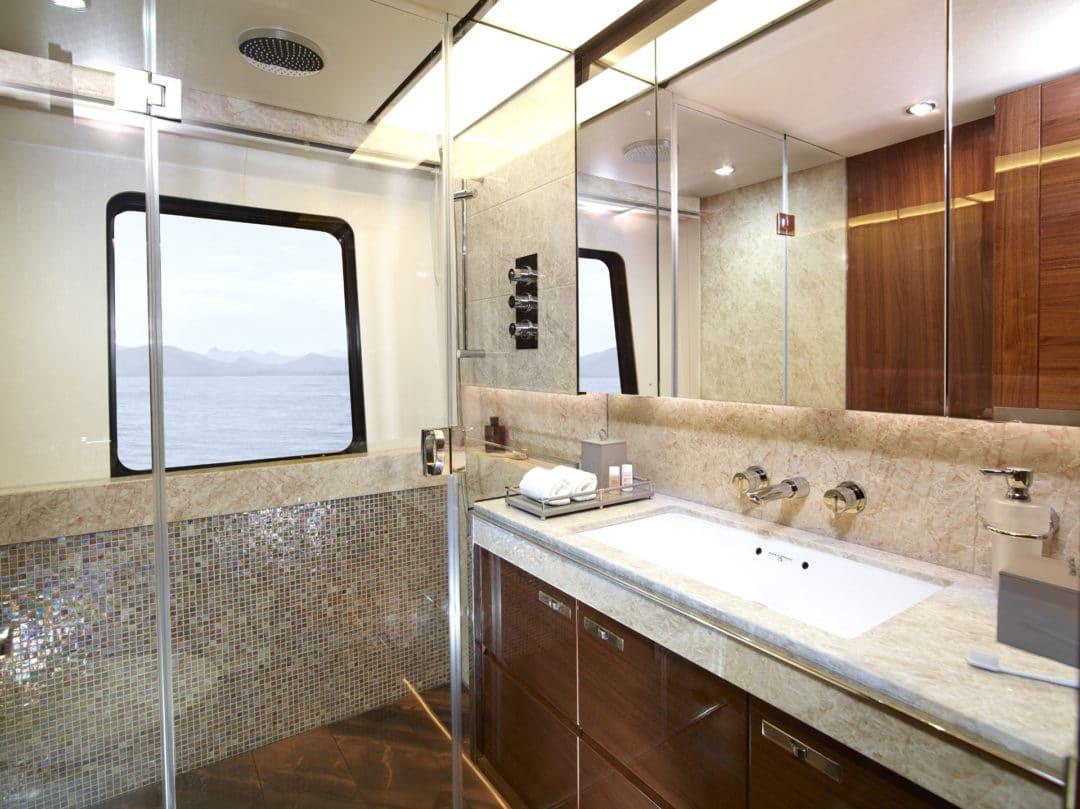 35m_vip_cabin_bathroom_rt