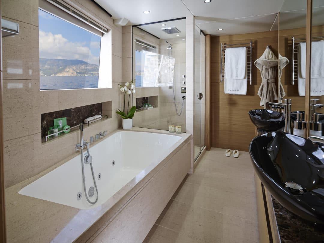40m_vip_upper_deck_bathroom