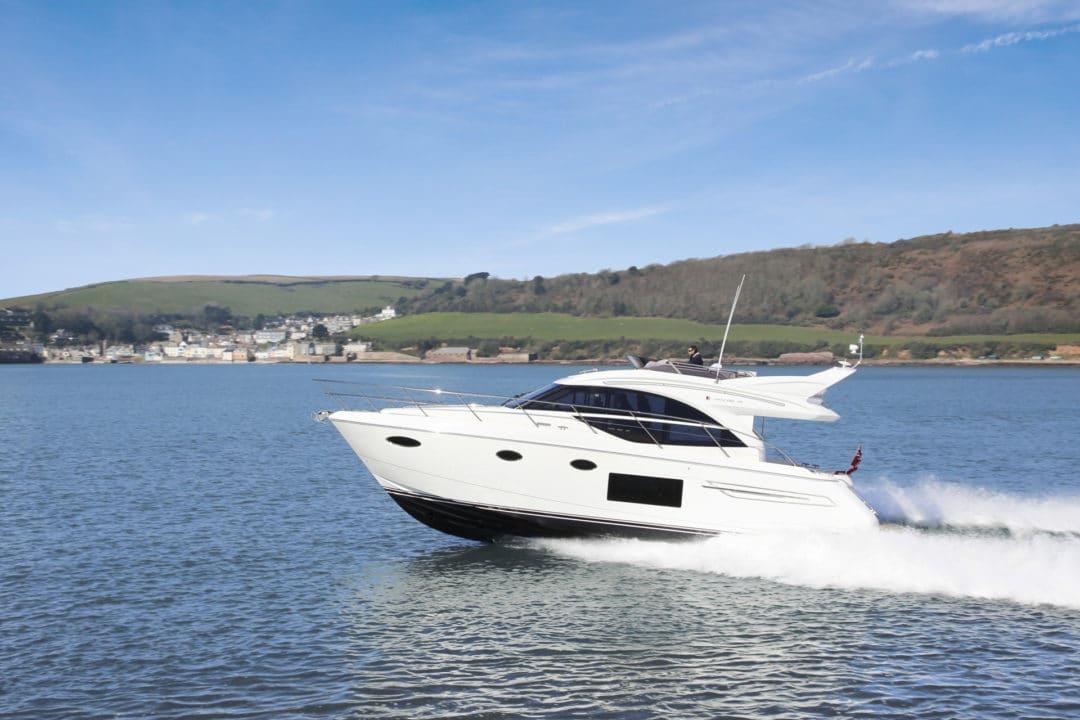 49-exterior-white-hull-01