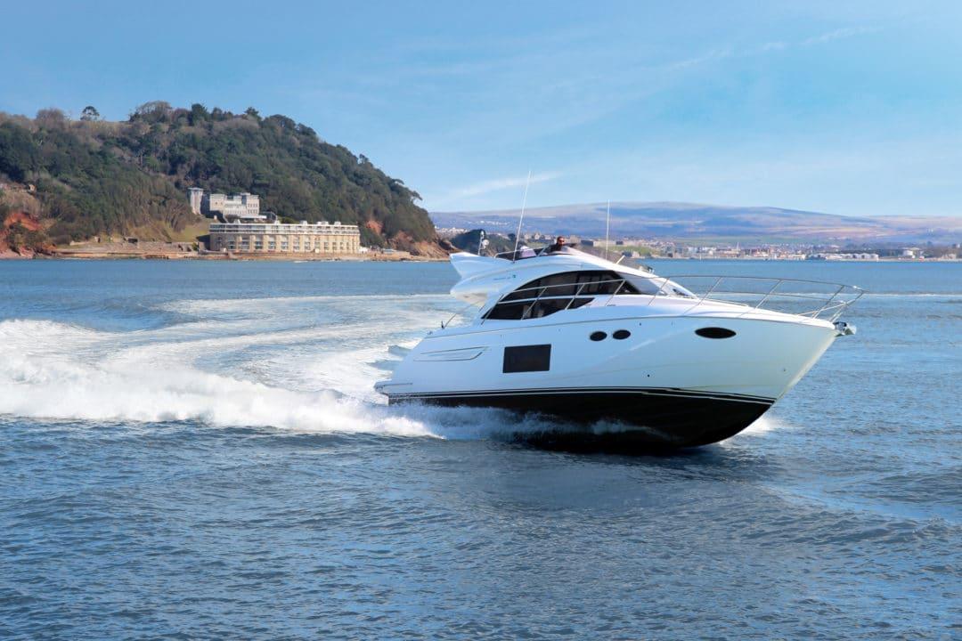 49-exterior-white-hull-02