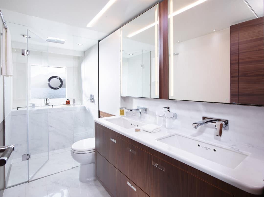 75-motor-yacht-interior-owners-bathroom-american-walnut-satin