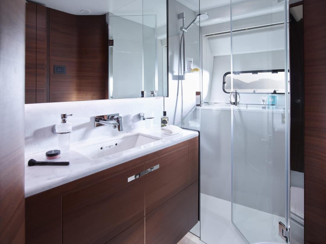 75-motor-yacht-interior-starboard-cabin-bathroom-american-walnut-satin