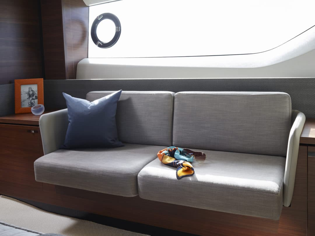s65_master_stateroom_detail_1