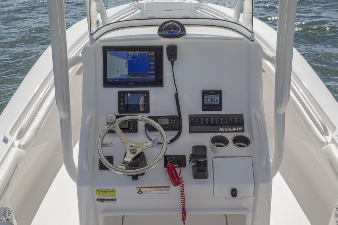 23-regulator-center-console-boat-console-garmin-electronics