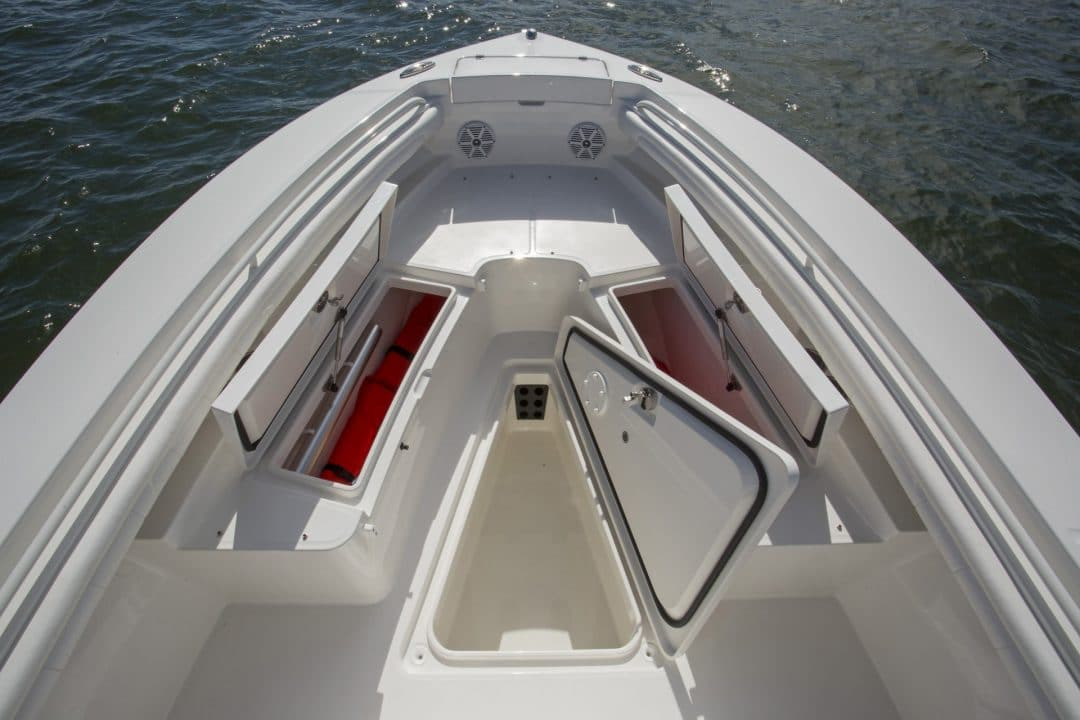 23-regulator-center-console-boat-forward-storage-fishbox