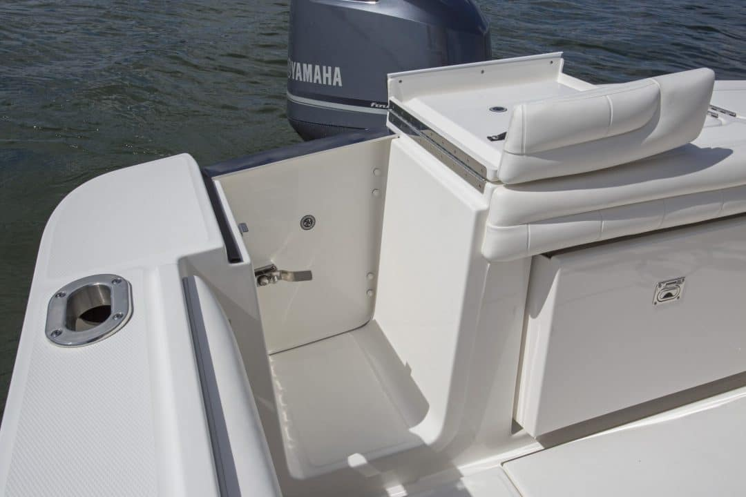 23-regulator-center-console-boat-transom-tuna-door-yamaha-outboard