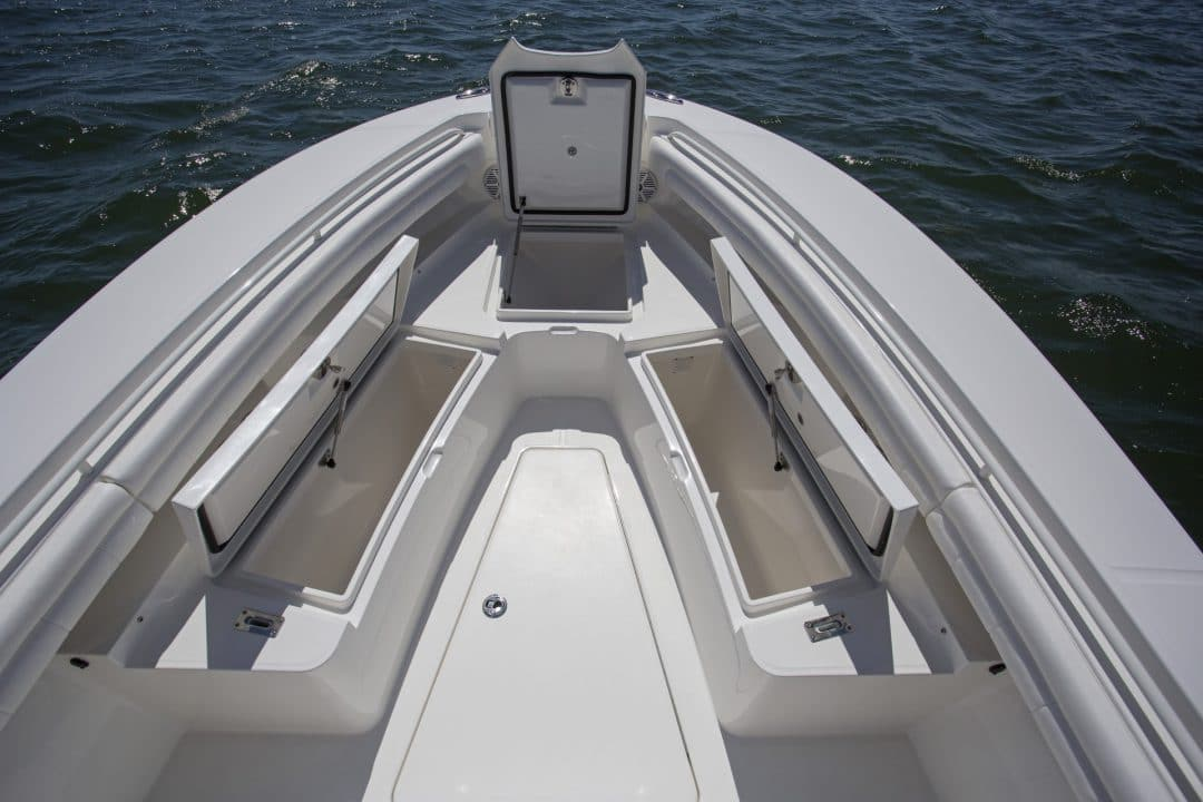 25-regulator-center-console-boat-forward-storage-fishbox