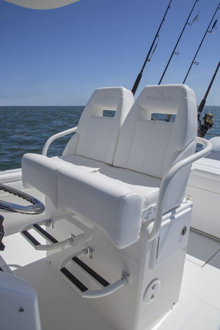 25-regulator-center-console-boat-seat-tackle-center