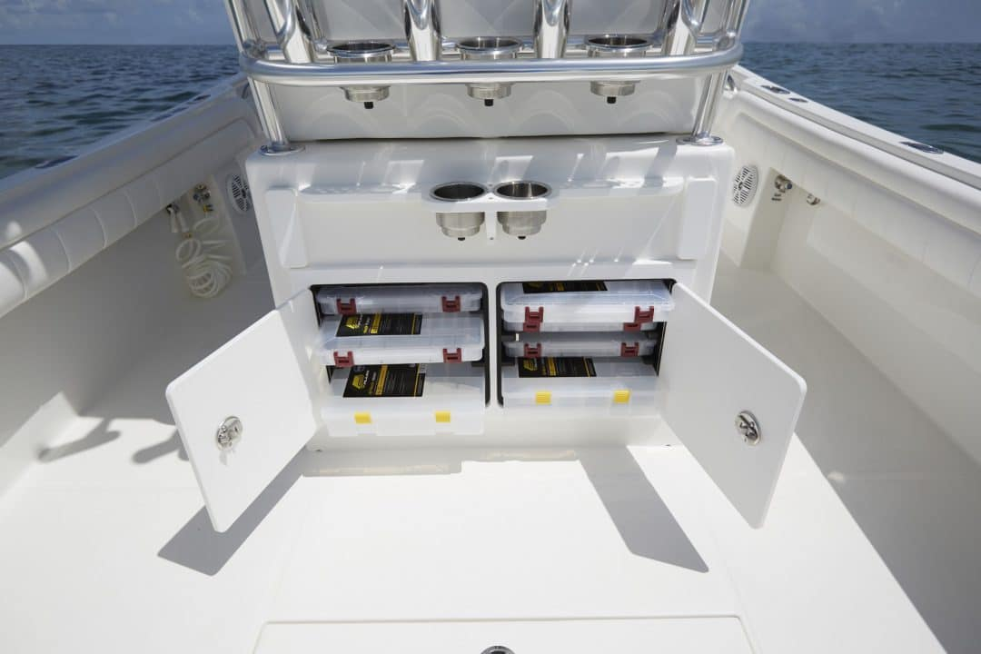 25-regulator-center-console-boat-tackle-center