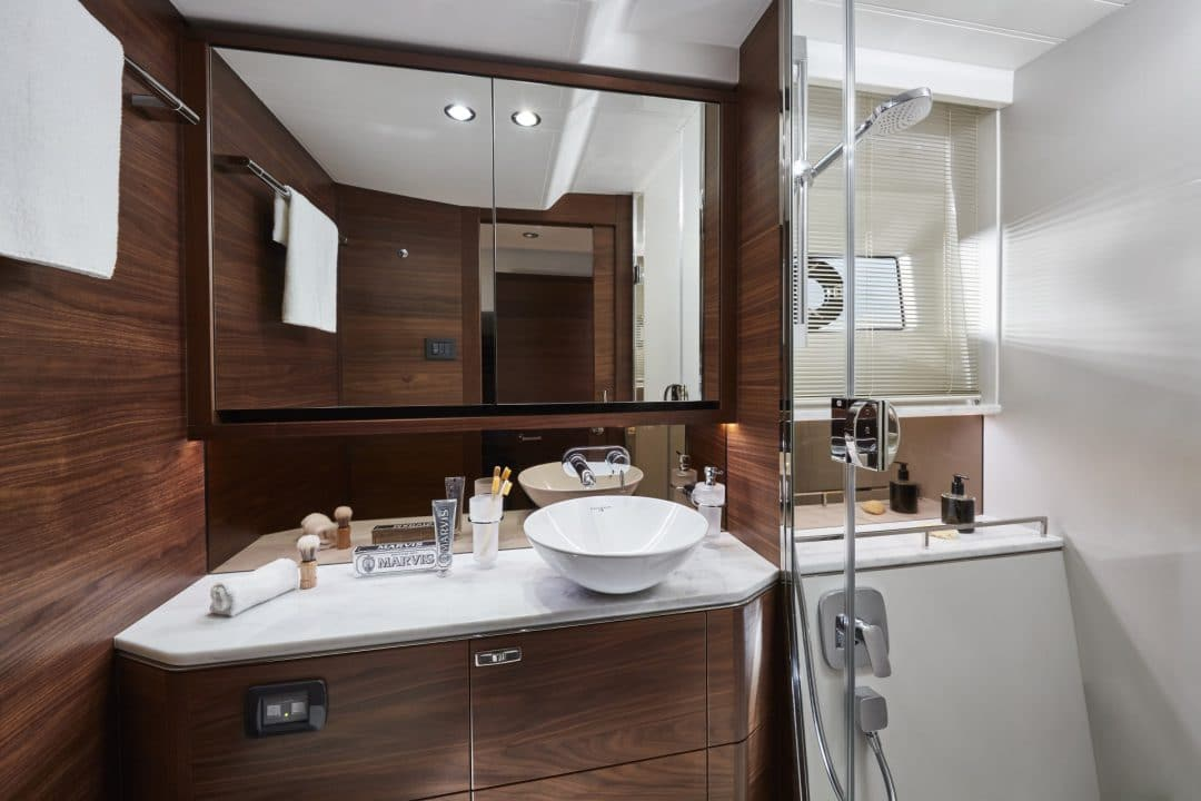 f55-interior-owners-bathroom