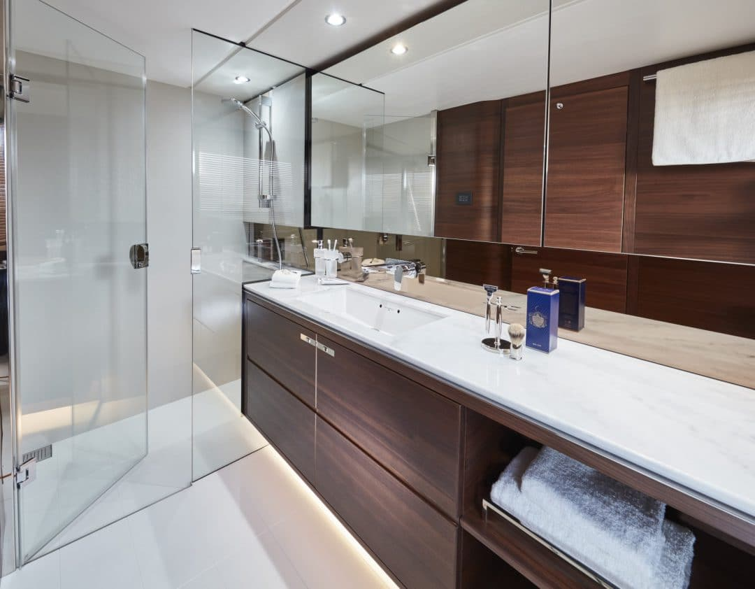 f70-interior-owners-bathroom