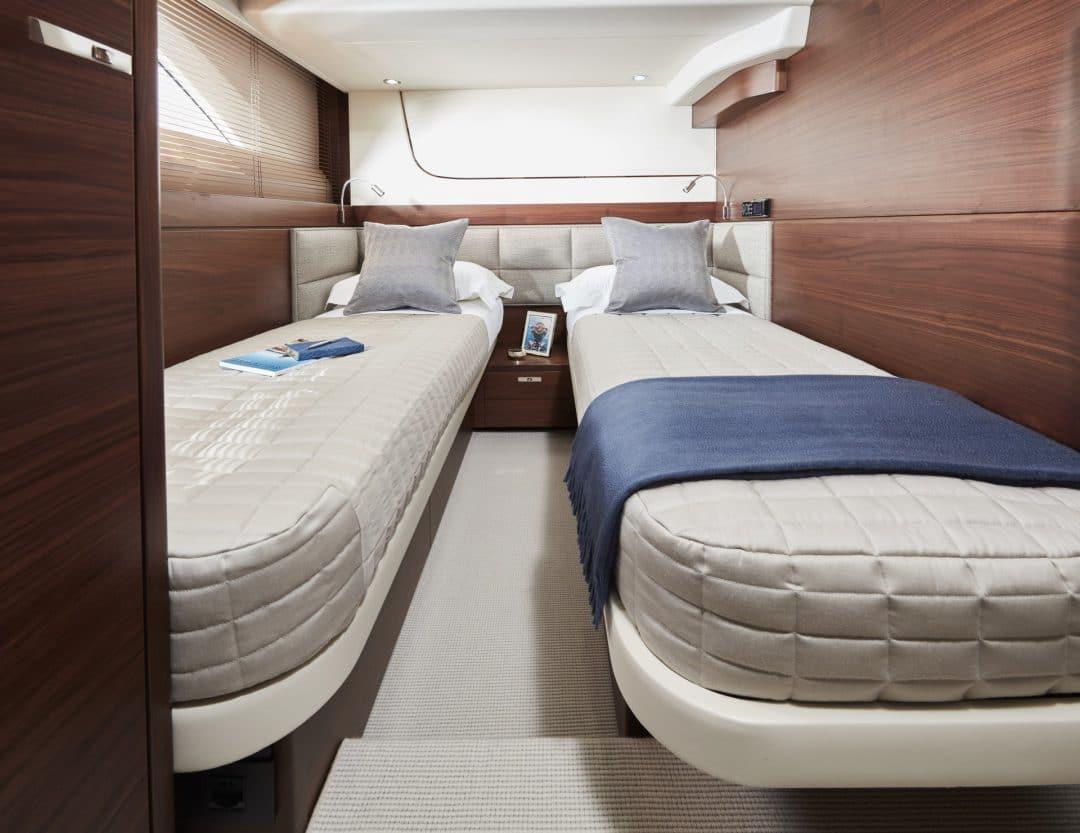 f70-interior-starboard-cabin
