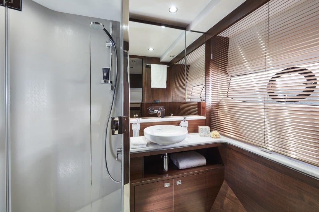 f70-interior-starboard-cabin-bathroom