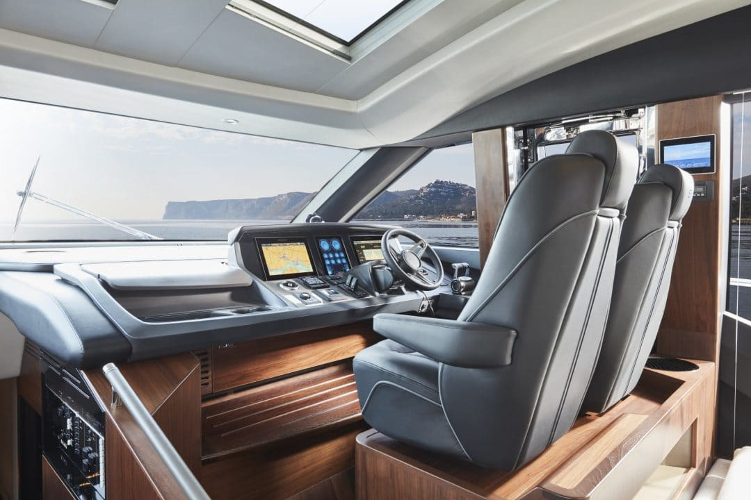 s78-interior-helm
