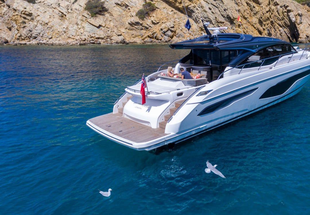 v65-exterior-white-hull-9