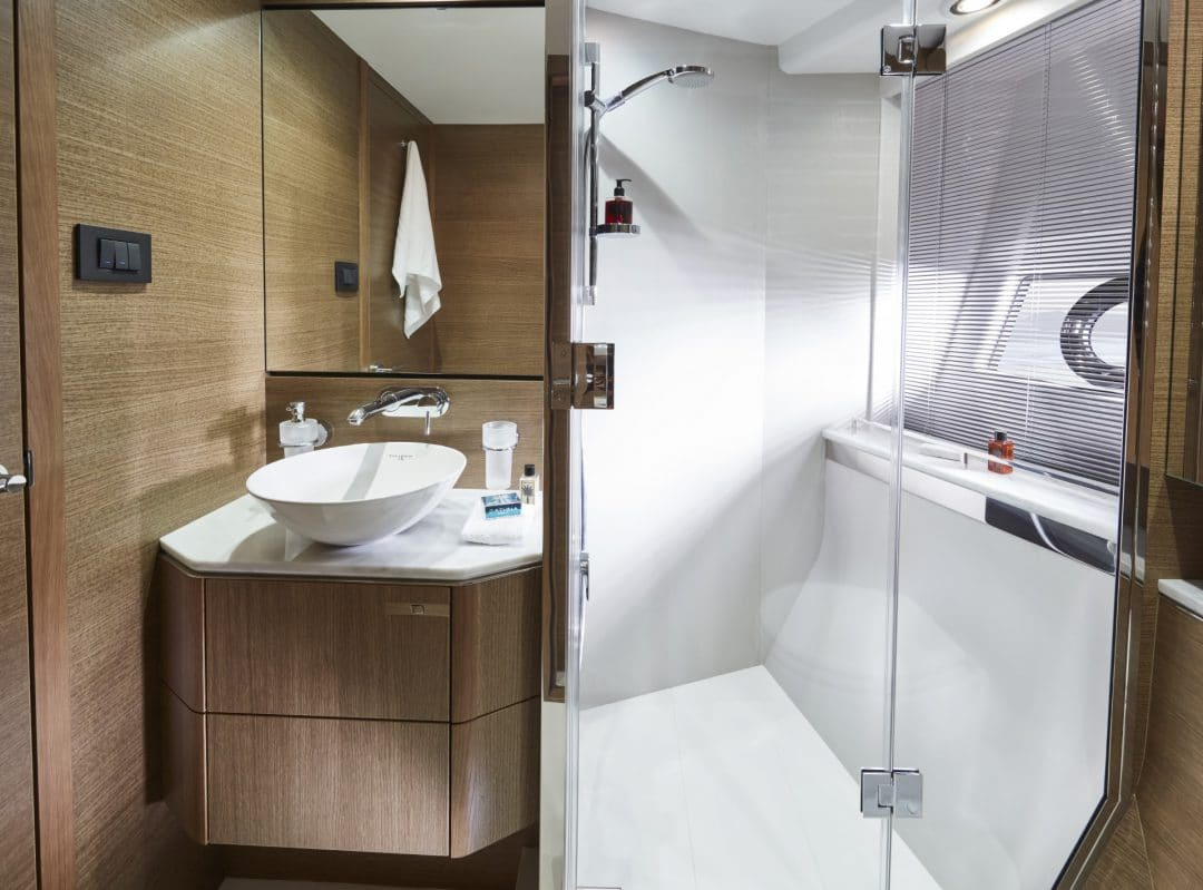 v65-interior-starboard-bathroom