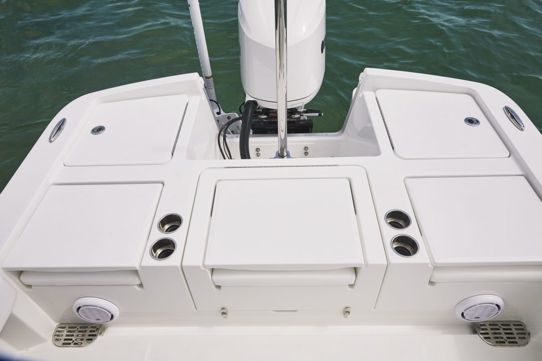 reg26xo_flush folding seats down for transom casting platform_w9a2534_rgb_wed