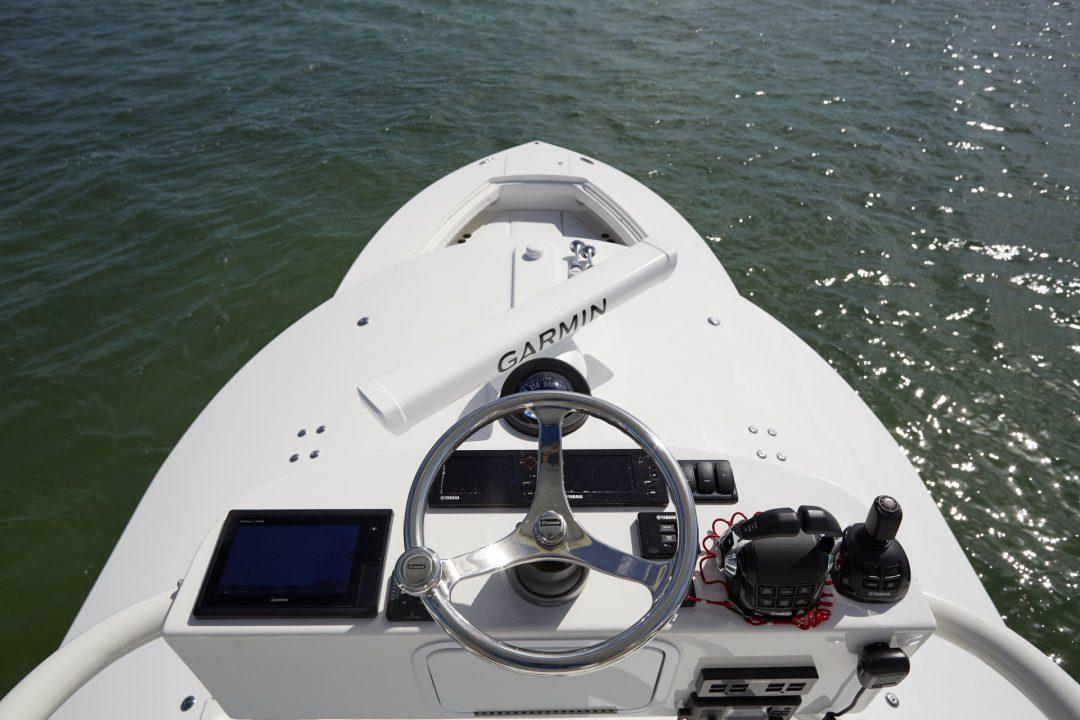 41-regulator-center-console-boat-dual-station-tower-garmin-edson-yamaha-helm-master
