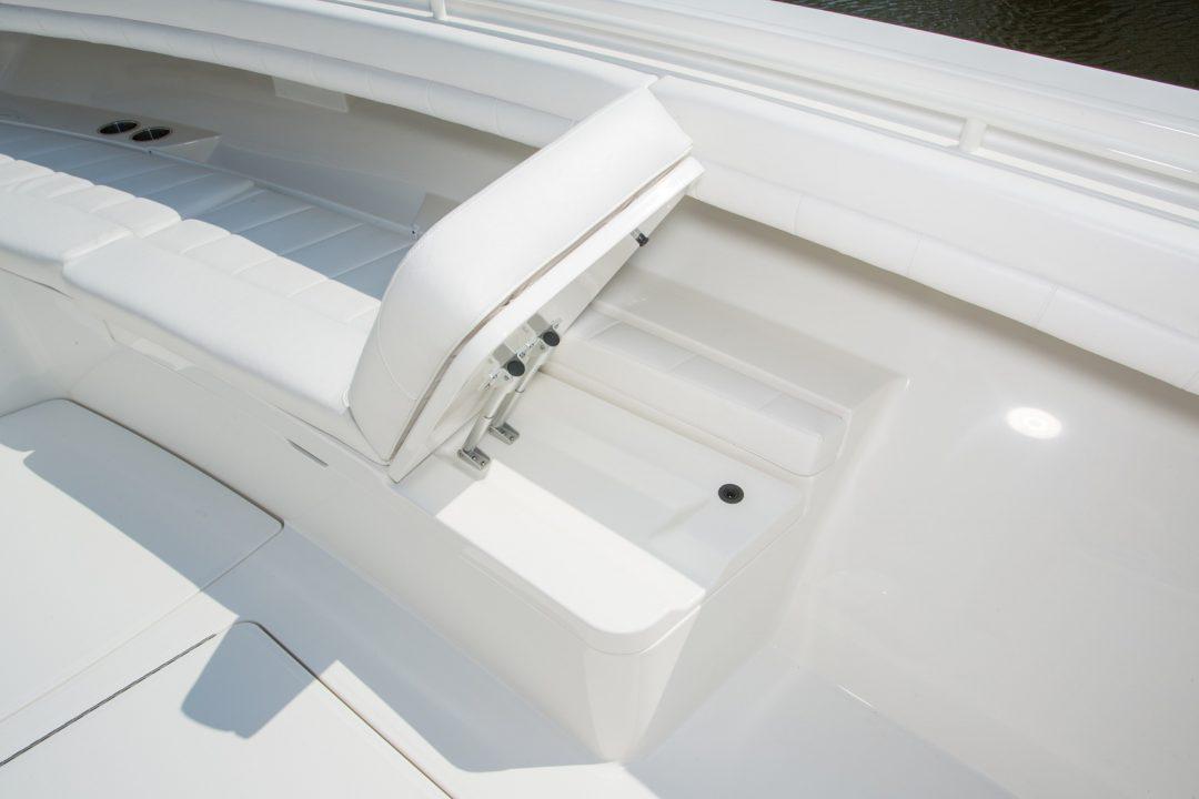 41-regulator-center-console-boat-forward-seat-backrest-lounge