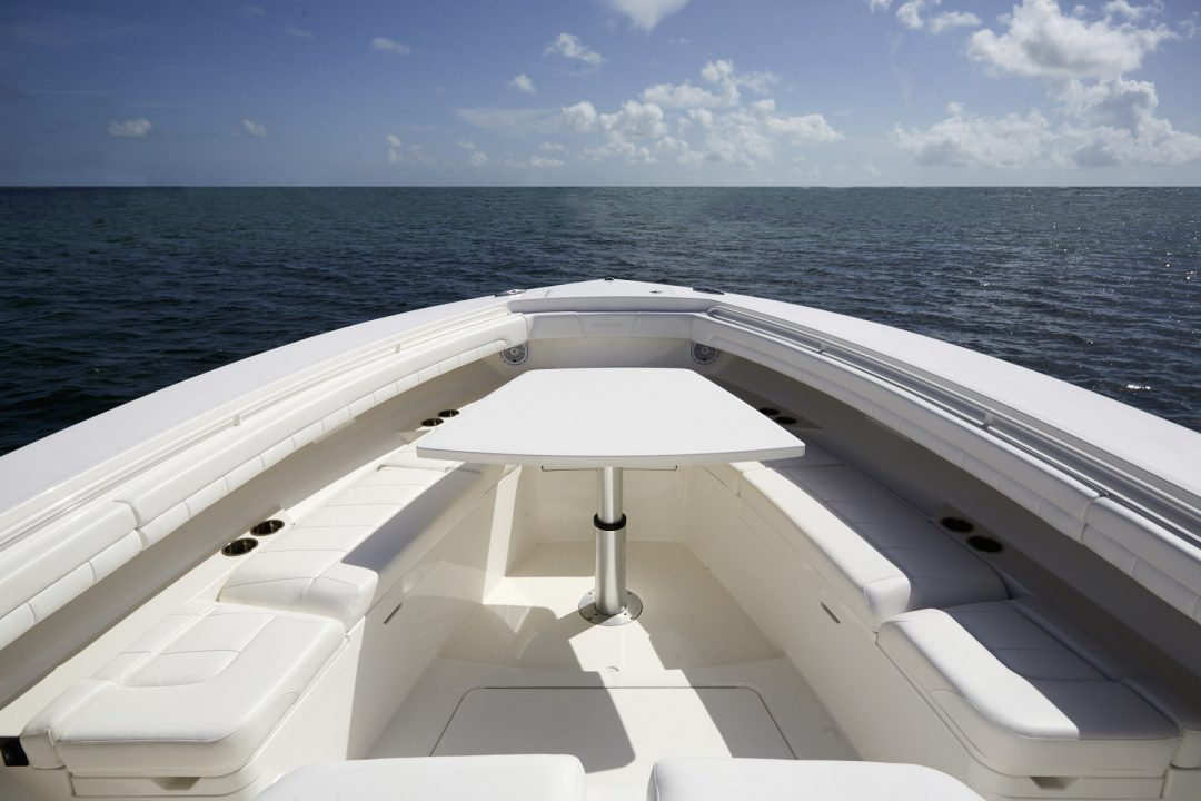 41-regulator-center-console-boat-forward-seat-table