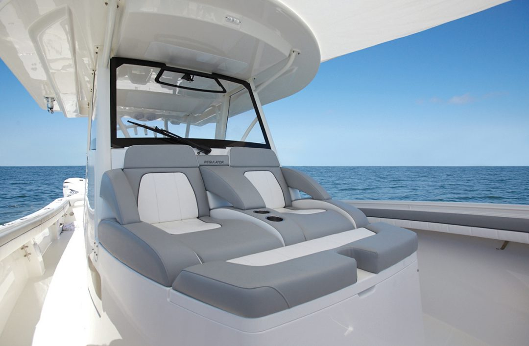 41-regulator-center-console-boat-forward-settee