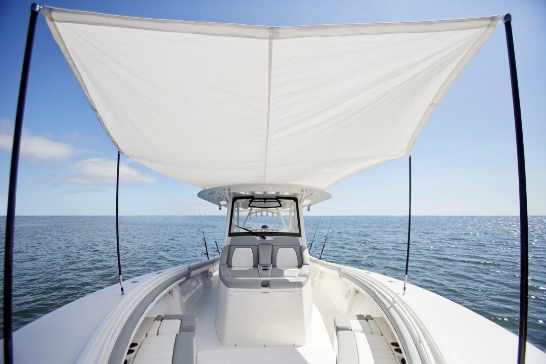 41-regulator-center-console-boat-forward-sun-shade-seating