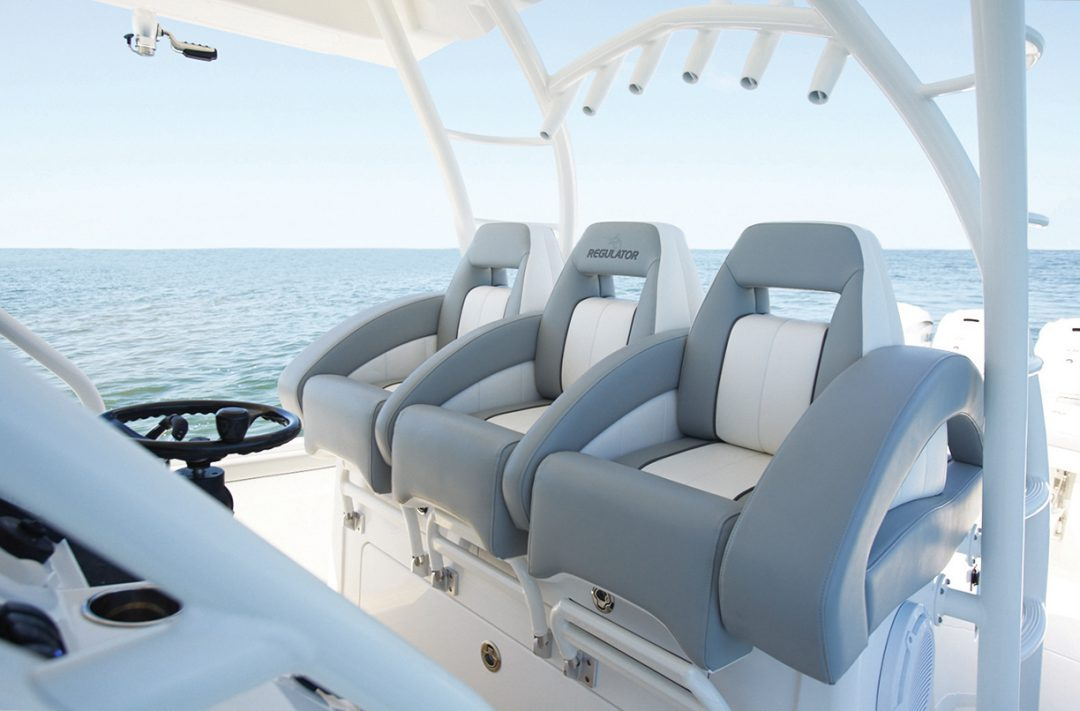 41-regulator-center-console-boat-helm-seating