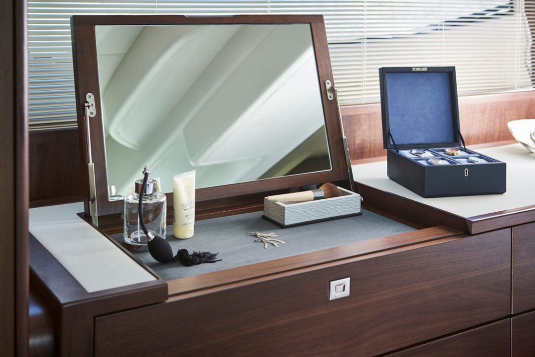 f50-master-stateroom-dressing-table-rt