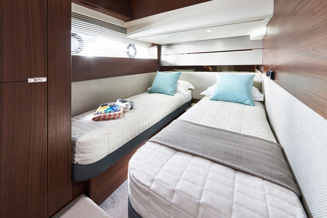 S62-starboard guest cabin