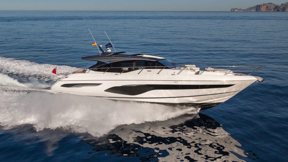 v65-exterior-white-hull-14