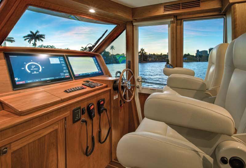 Luxury_Cruising_Yachts_Sabre_58_Helm
