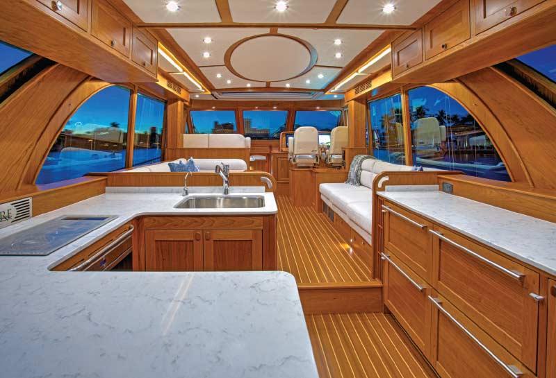 Luxury_Cruising_Yachts_Sabre_58_Interior