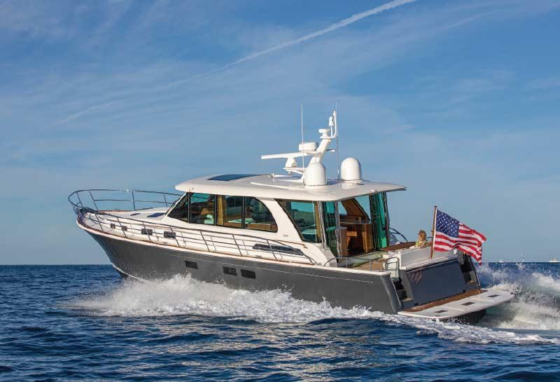 Luxury_Cruising_Yachts_Sabre_Running