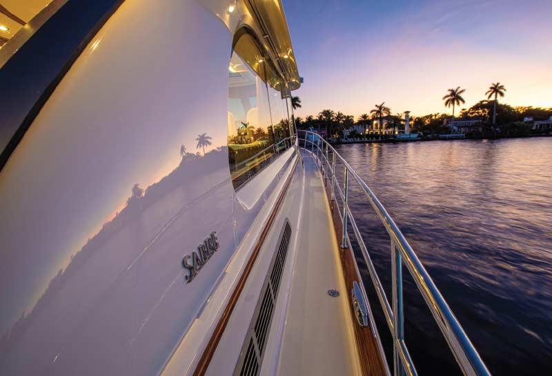 Luxury_Cruising_Yachts_Sabre_Sunset
