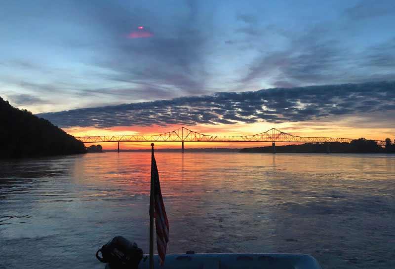 Sunrise_on_the_Mississippi_River