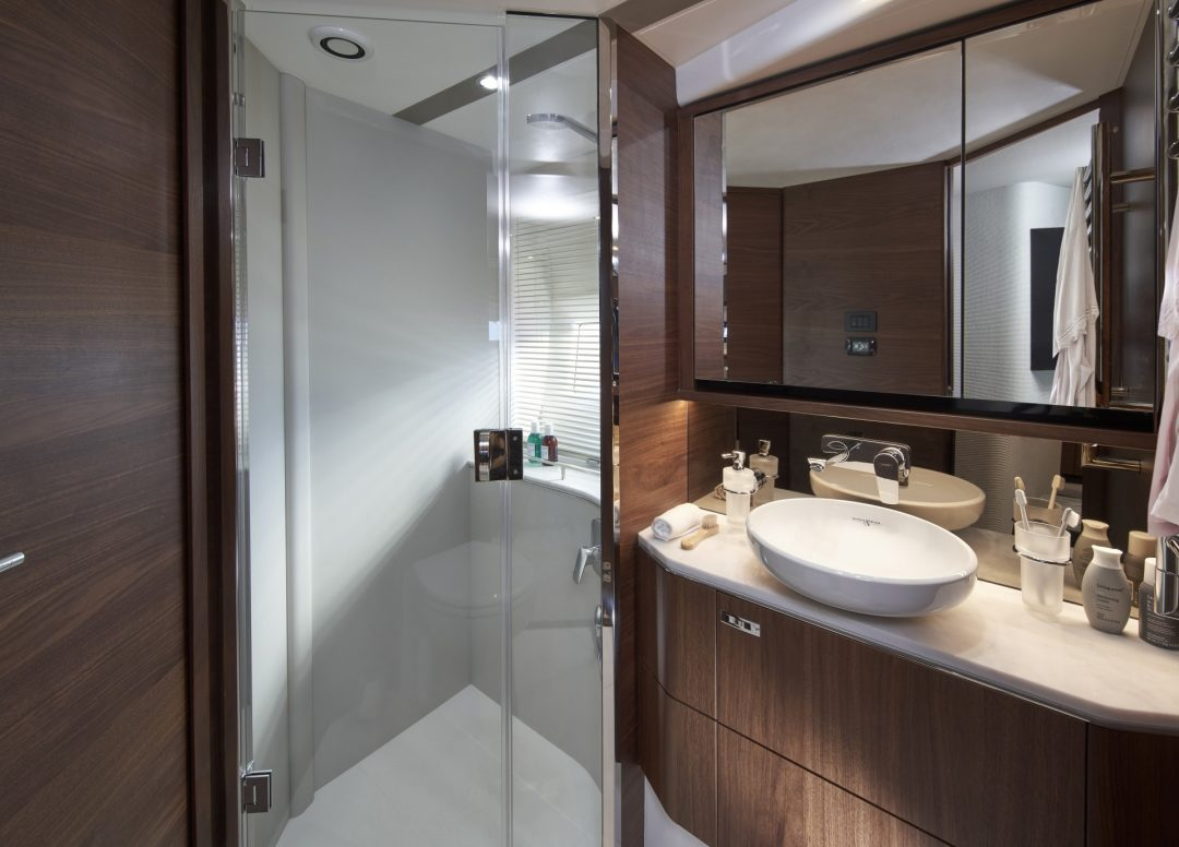 princess-f62-new-forward-bathroom