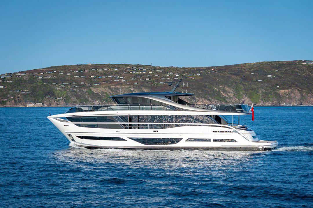 x95-exterior-white-hull-11