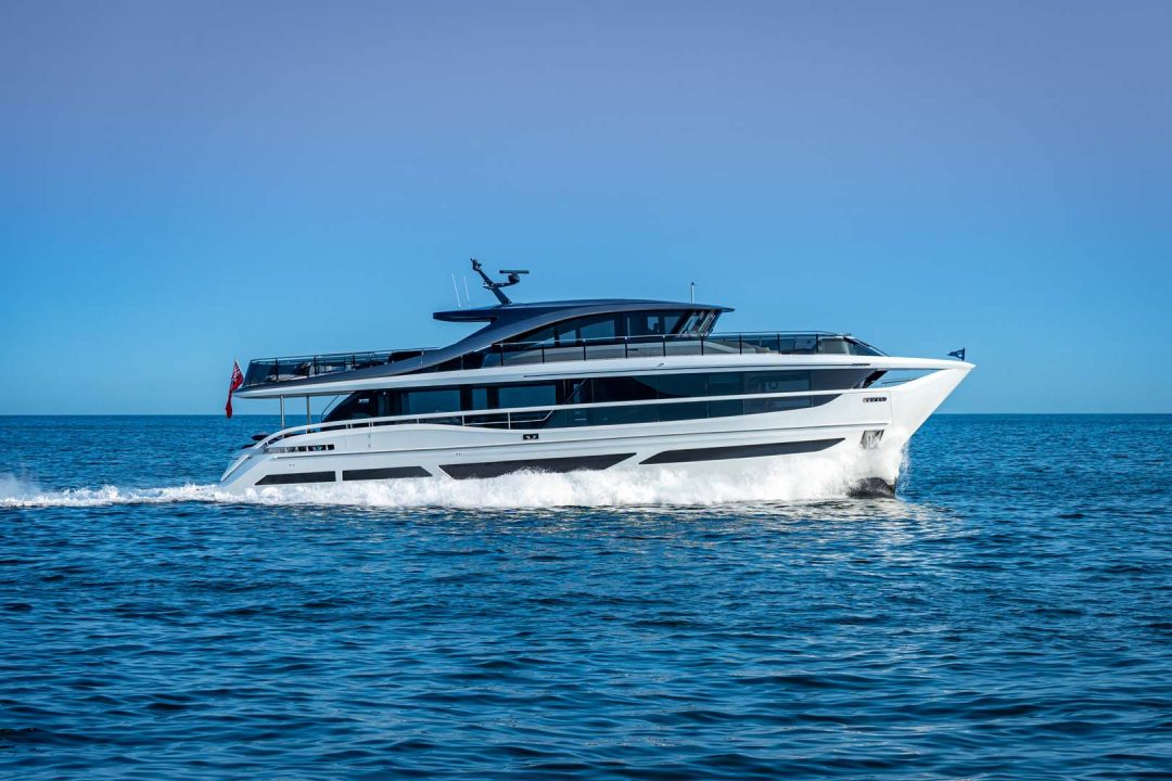 x95-exterior-white-hull-14