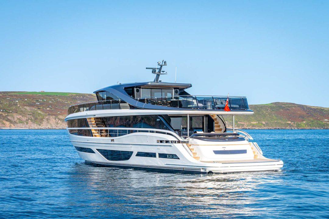 x95-exterior-white-hull-16