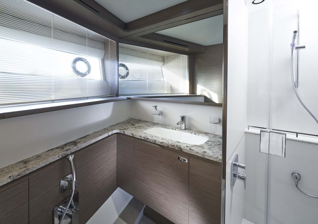 x95-slot-3-interior-forward-bathroom