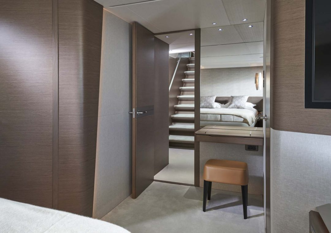 x95-slot-3-interior-forward-cabin-3
