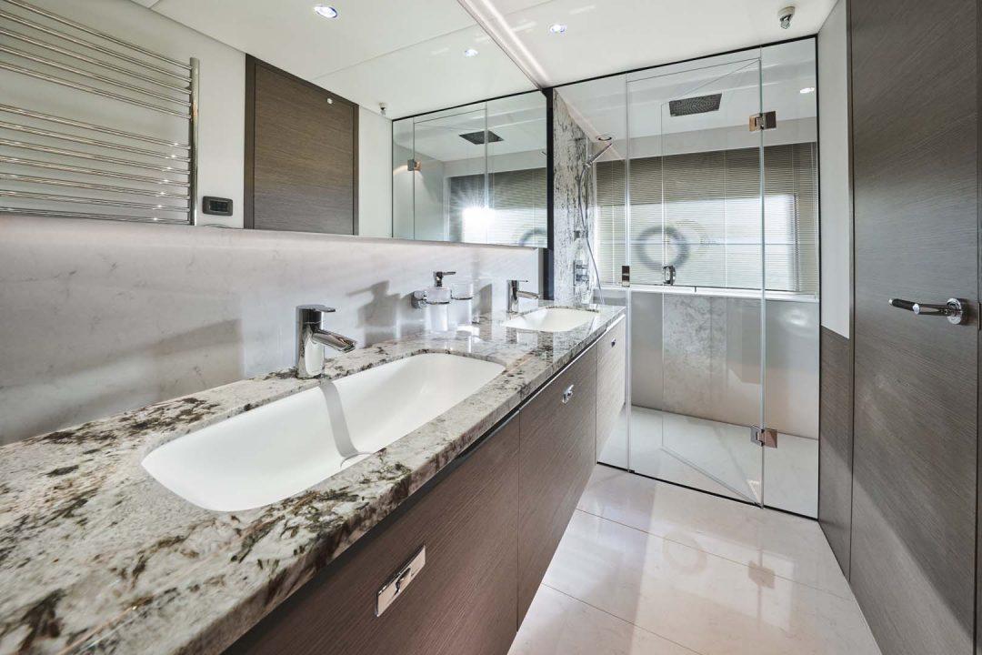 x95-slot-3-interior-guest-stateroom-bathroom