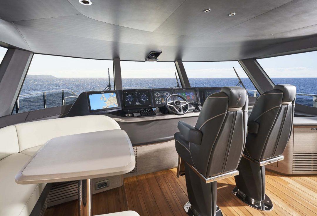 x95-slot-3-interior-helm-1