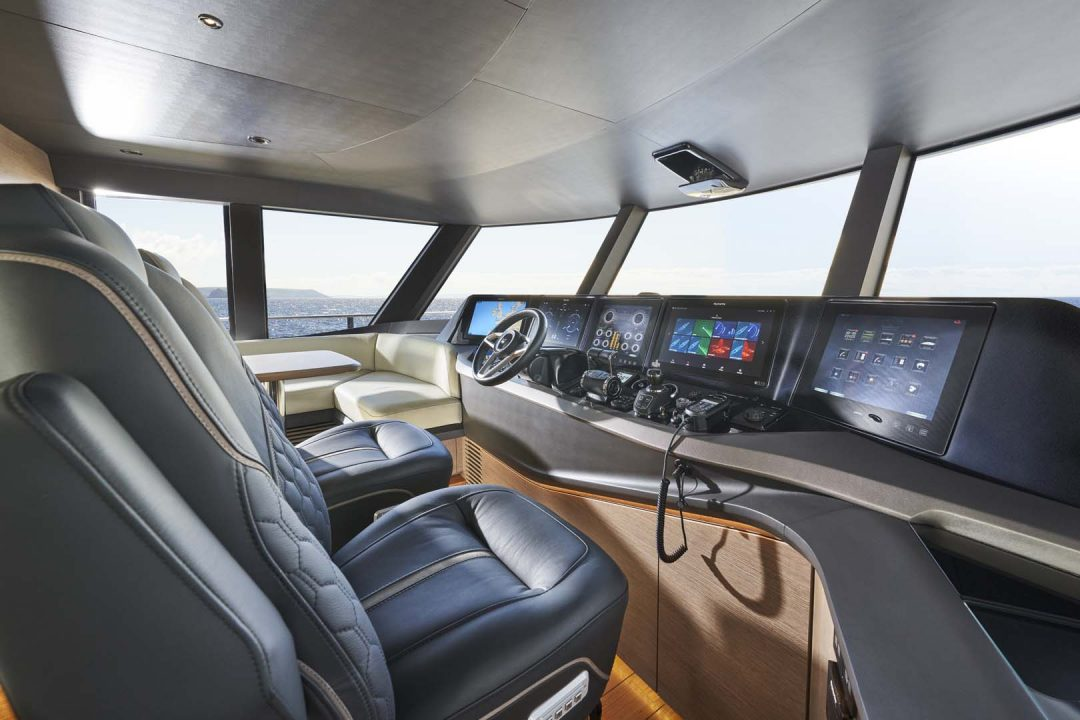 x95-slot-3-interior-helm-2